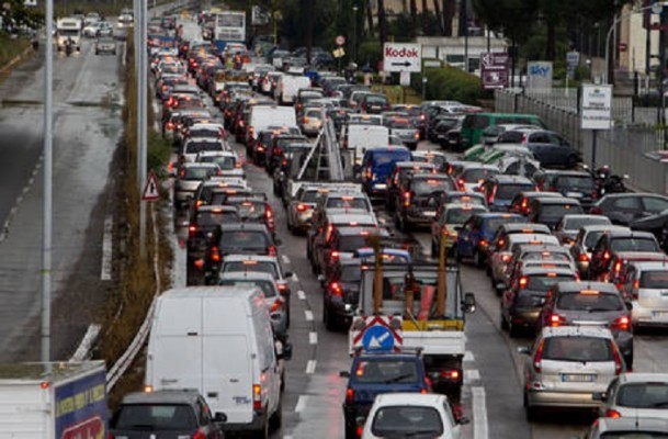 MALTEMPO: NUBIFRAGIO A ROMA, CITTA' IN TILT